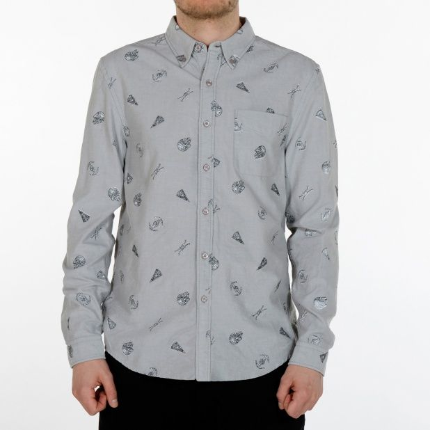 Oxfordskjorta med buttondown krage. Star Wars rymdskepp porträtteras i form av all over print.