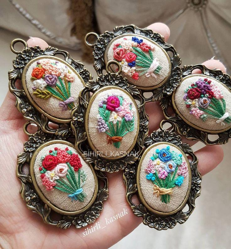 """1,946 Beğenme, 120 Yorum - Instagram'da sihirli_kasnak  (@sihirli_kasnak): """"Ellerimde çiçekler ♩.. . . #sihirli_kasnak #handmade #handmadejewelry #embroidery #crosstitch…"""""""