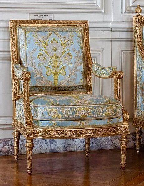 Versailles Armchair, photo by Ganny Meade