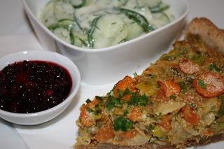 Quiche aus Suppengemüse mit Rahmgurkensalat