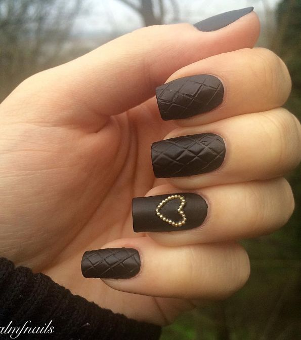 Quilted nails are the gorgeous new trend that channel the classic Chanel bags we've all been dreaming of owning since infancy (or is that just me?). It's a sleek update for fall and look just as good on an accent nail as they do on all five fingers.