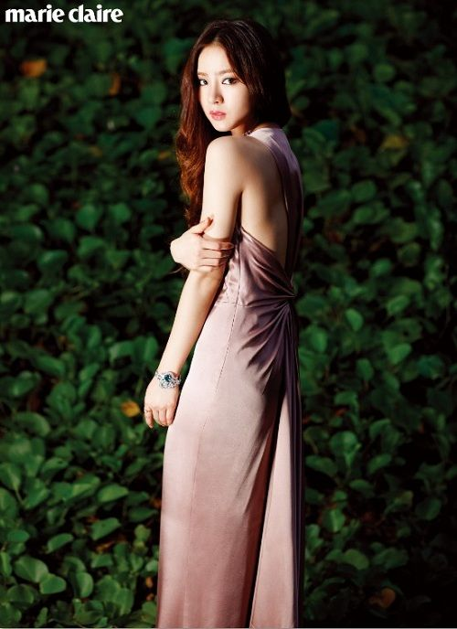Shin Se Kyung flaunts innocent yet sensual charm for 'Marie Claire'
