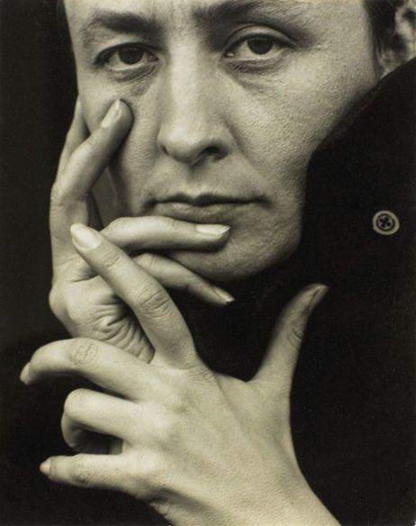 Alfred Stieglitz (1864 - 1946) -   O'Keeffe-(hands), 1918