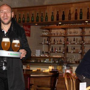 Taverne du Musée Européen de la bière de #Stenay Votre visite du #Musée se termine à la Taverne, lieu de #Dégustation et de vente de produits du terroir avec un large choix de 70 bières artisanales et industrielles de fermentation haute, basse et spontanée. À consommer sur place, ou à emporter selon les envies. Crédit photo : Dirk Dupon L'abus #Alcool est dangereux pour la santé.