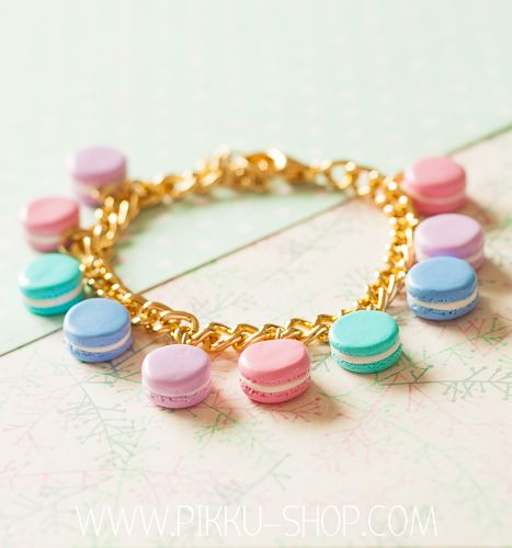 Pastel Dream Macaron Bracelet from Pikku Shop | www.pikku-shop.com | #macaron #bracelet #kawaii #cute #polymerclay #fimo