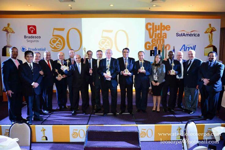 Premiados pelo Destaques de Seguros do CVG-RJ reunidos após entrega das estatuetas