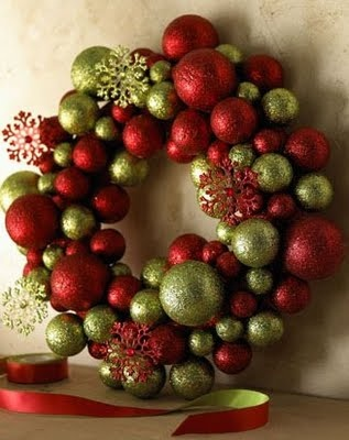 Ornament wreath, so pretty!: Christmas Wreaths, Christmas Time, Christmas Ball, Christmas Decor, Wreaths Ideas, Ball Wreaths, Christmas Ornaments, Christmas Ideas, Ornaments Wreaths