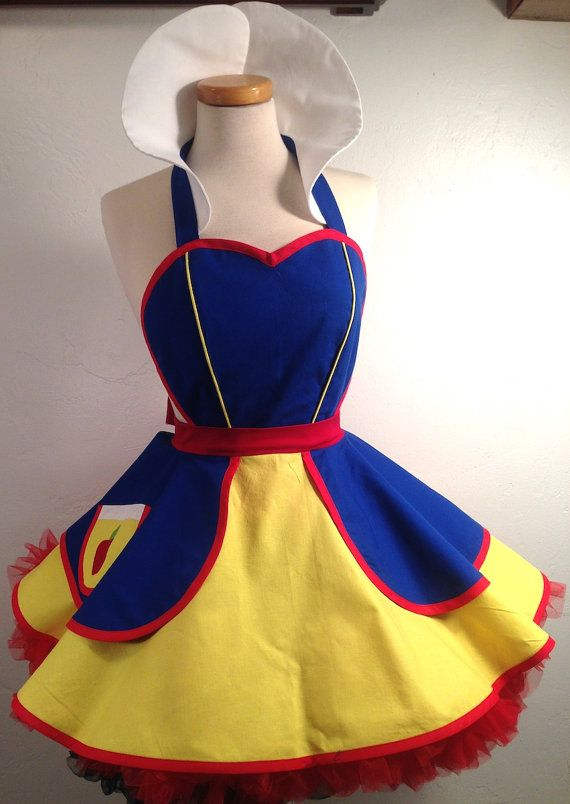 Snow White Costume Apron Woodland Princess por SassyFrasCollection