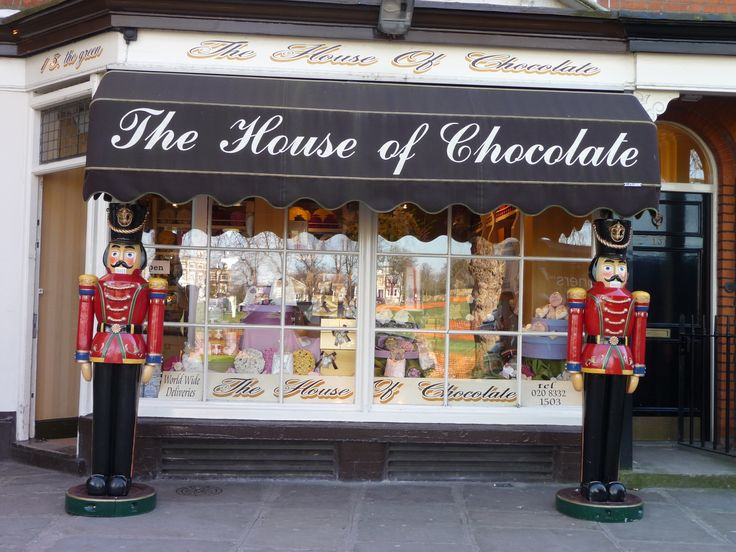 TheLondonSalad spotted a great traditional chocolate shop in #Richmond #London. It is surely one of the greatest shop windown I have ever seen in London. www.thelondonsalad.com