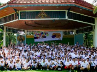 HG's corporate office and hotels in Bangkok, Thailand, gathered in Lumpini Park for a day of outdoor activity to pledge their support. The activities included aerobics, cycling, mini marathons and games.