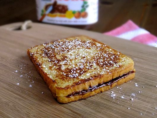 Yumski! French toast stuffed with banana and nutella!  Fancy - via http://bit.ly/epinner