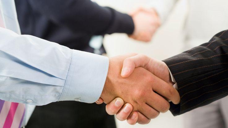 Réussir une négociation, surtout en milieu professionnel où les intérêts sont rois, n'est pas une sinécure. Cet exercice est au contraire tout un art dont il convient de connaître les subtilités et les nuances afin de pouvoir s'en sortir.