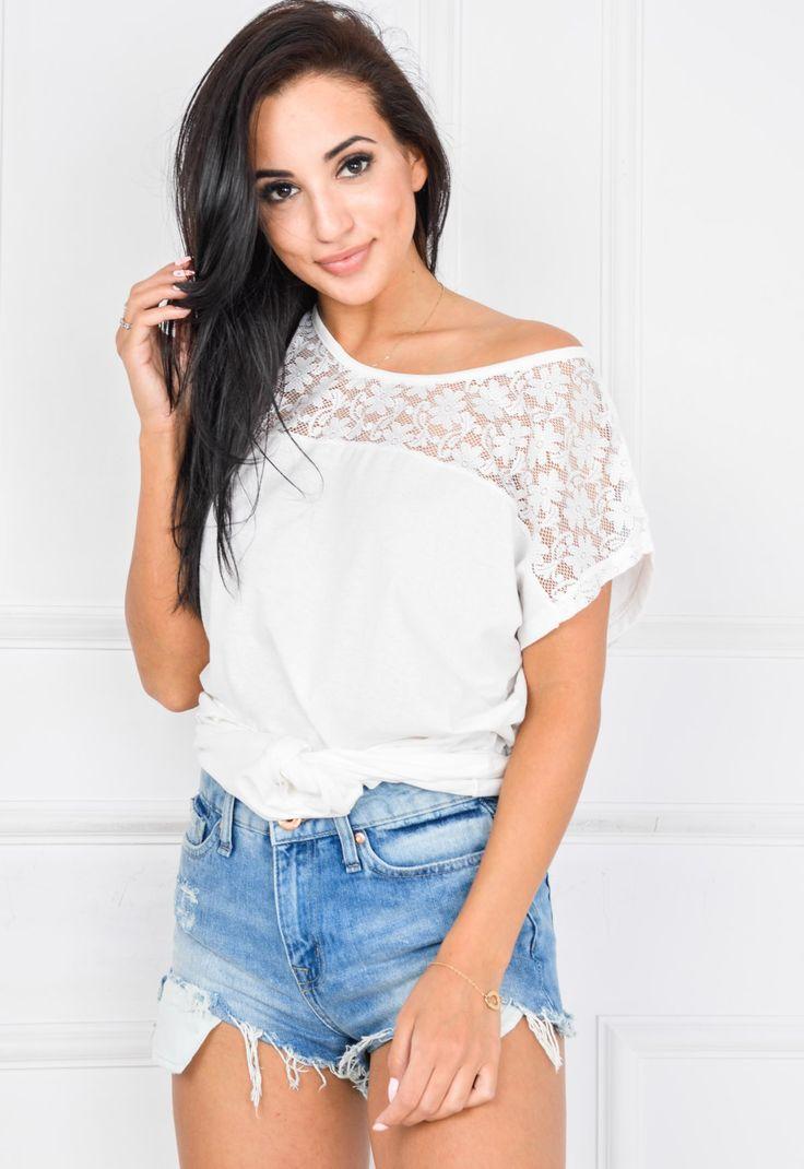 Bluzka T-shirt oversize koronka na dekolcie