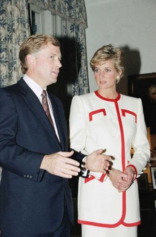 November 13, 1990:  U.S. Vice President Dan Quayle speaking  to Diana, Princess of Wales as the vice president pays a courtesy call upon Prince and Princess of Wales at the British Embassy in Tokyo. The British royal couple and the vice president were in town to attend the coronation ceremony of Emperor Akihito.