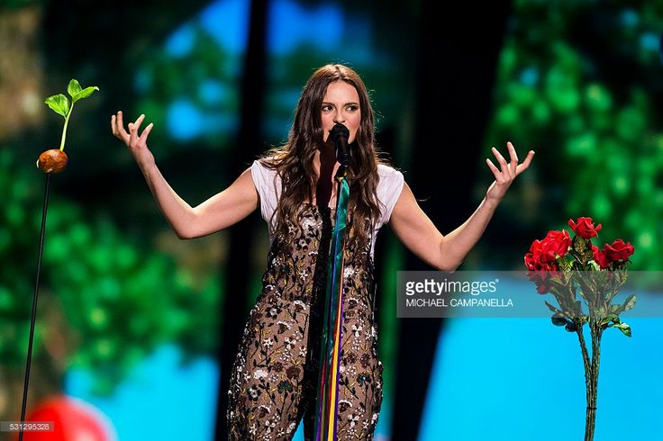 Italy eurovision 2016 - Like the dungarees!
