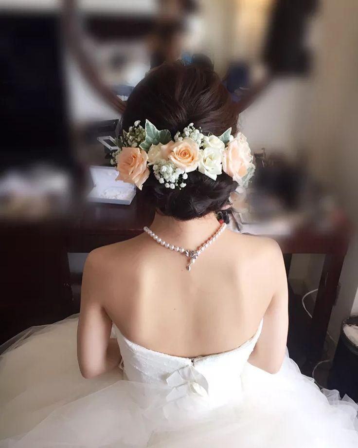 結婚式の花嫁さん向け、ウェディングドレスや和装に合う髪型、ヘアスタイルをロング・ミディアム・ショートボブの長さ別でご紹介♪ハーフアップやフルアップ、ダウンスタイル、編み込みから、ティアラや花冠を使ったヘアアレンジまで花嫁さんに人気の髪型画像をまとめました。