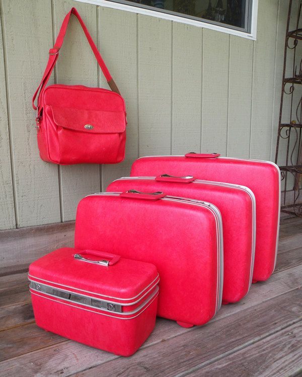 The Ultimate 5 Piece Hot Pink Samsonite Luggage Set // Hard Body 70s Travel Storage Organization. -no long handles or wheels and it was already heavy with nothing in it!