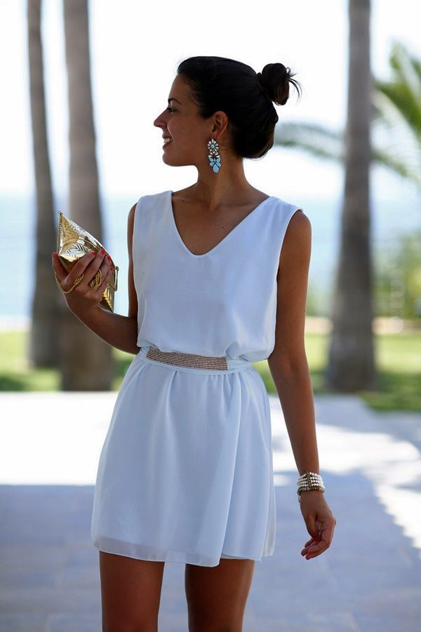 40 Pretty V-Neck Outfits to Look Free