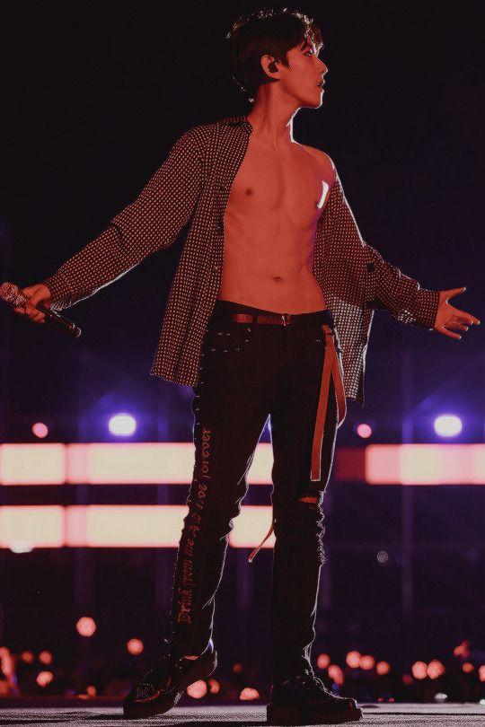 Mr. ABS exo baekhyun