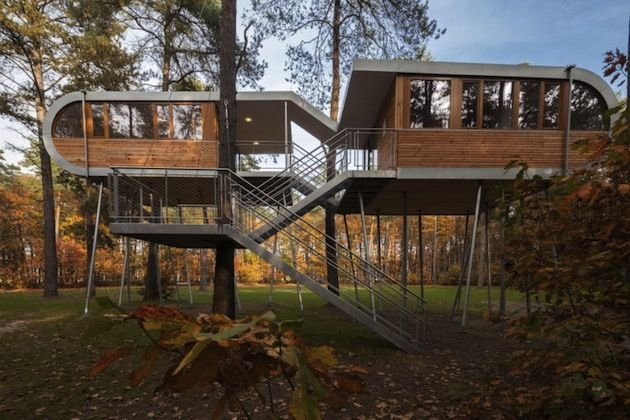 Belgian Tree House on Stilts by Baumraum Studio | Inthralld