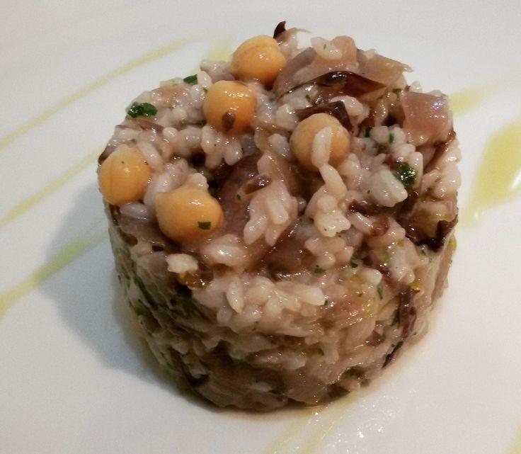 Riso con crema di radicchio e ceci aromatizzato con olio all'aglio....veg ovvio!