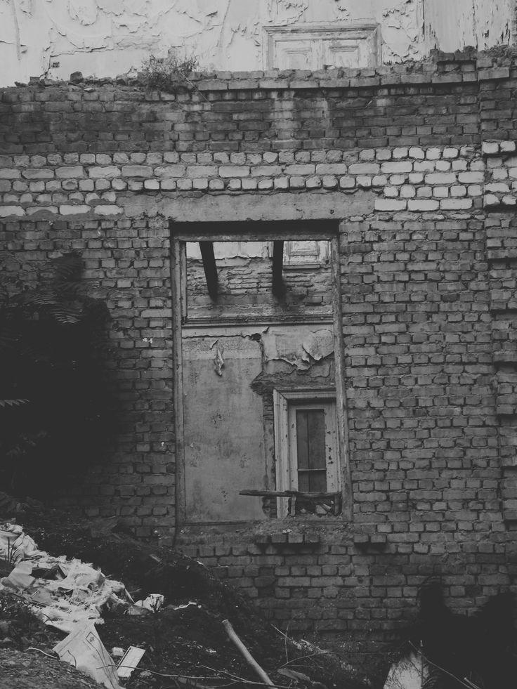 Tbilisi Georgia ფასადებს მიღმა ნანგრევებია