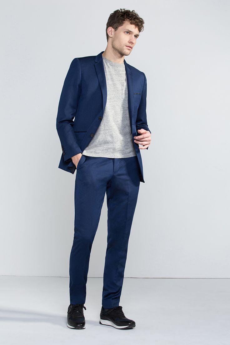 El catálogo Cortefiel 2016 con las últimas tendencias moda hombre para esta temporada. Catálogo Cortefiel 2016: Trajes Tanto en la moda femenina como en la
