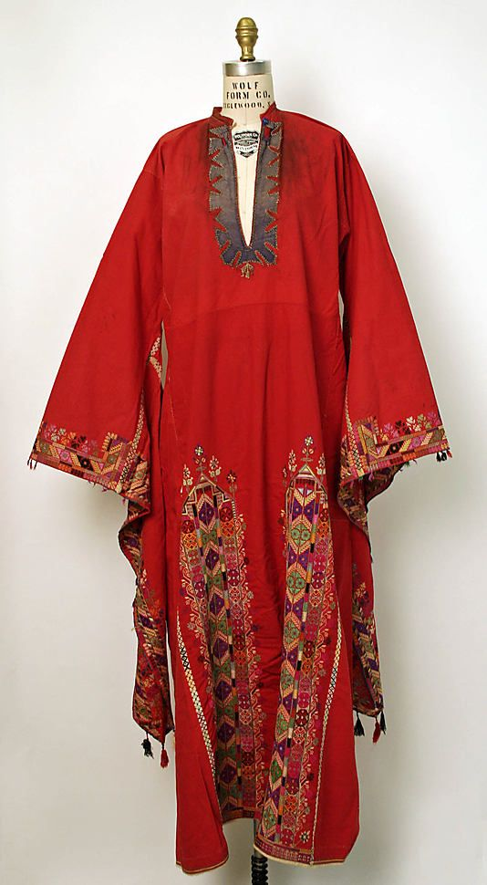 Syria red festivity dress with wing sleeves. Qalamoun or Qutaife. Early 1900s
