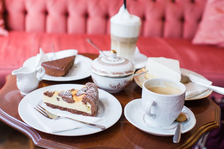 Das Café Fräulein Schiller bietet nicht nur kleine Gerichte und einen Mittagstisch, sondern auch leckeren Kuchen in gemütlicher Atmosphäre an.
