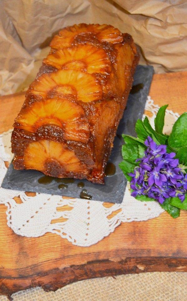 """Rui Ribeiro do blogue """"Faz e Come"""" apresenta-nos a sua versão do tradicional bolo de ananás caramelizado. Económico e delicioso"""