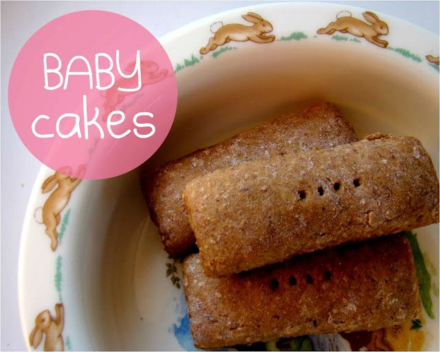 Baby cakes: a healthy snack for the little one (whole wheat flour, cinnamon, baby food). Just made these for the boy and they were a big hit. Used mango and apples. And coconut oil instead of canola.