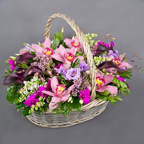 фото: Корзина с сиренью и орхидеями - Корзина «Сиреневый сад»