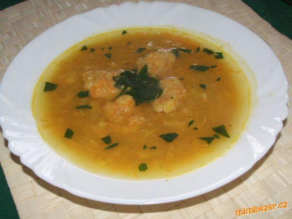 Polévka z červené čočky s jemnými mrkvovými nočky - hotová za 10 minut
