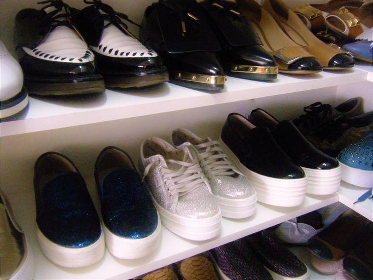 <p>Me+he+obsesionado+…+no+cabe+otra+explicación+a+esta+compra+compulsiva+de+zapatillas+con+plataforma+,+es+ver+alguna+en+una+shop+online+o+en+algún+escaparate+y+una+fuerza+superior+me+obliga+a+mirarlas+y+posteriormente+a+comprarlas+…+lo+que+os+digo…me+he+obsesionado.+Aunque+ahora+que+…</p>