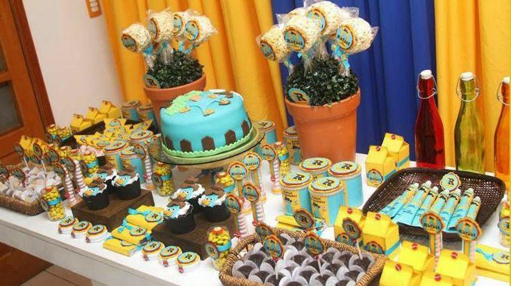 Festejando na Escola com Phineas & Ferb - Senhora Inspiração! Garimpei essa ideia no blog da Ali Nogueira.