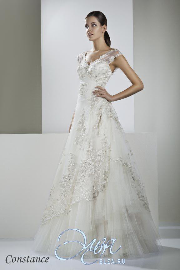 Cвадебное платье Констанция: а-силуэт, длинное платье, с V-образный вырезом, с пышной юбкой, без шлейфа, модель до 2016 года, с плечиками, платье, эксклюзивное в Москве, в ограниченном количестве, открытое, полностью кружевное платье, юбка с воланами, с открытой спиной, широкие бретельки, основная ткань: кружево