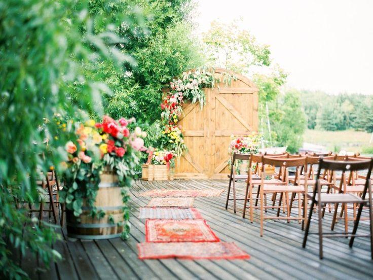 Современные молодожены все чащеотходят от классической свадебной арки, украшенной цветами, в пользу более нестандартных вариантов. Сегодня мы собрали для вас самые оригинальные свадебные арки из наших историй!
