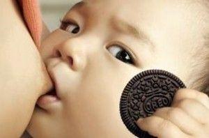 Oreo breastfeeding baby ad is bonkers, awesome: Milk Favorite, Oreo Breastfeeding, Favorite Cookies, Breastfeeding Baby, So Funny, Baby Ads, Awesome Oreo, Oreo Cookies, South Korea