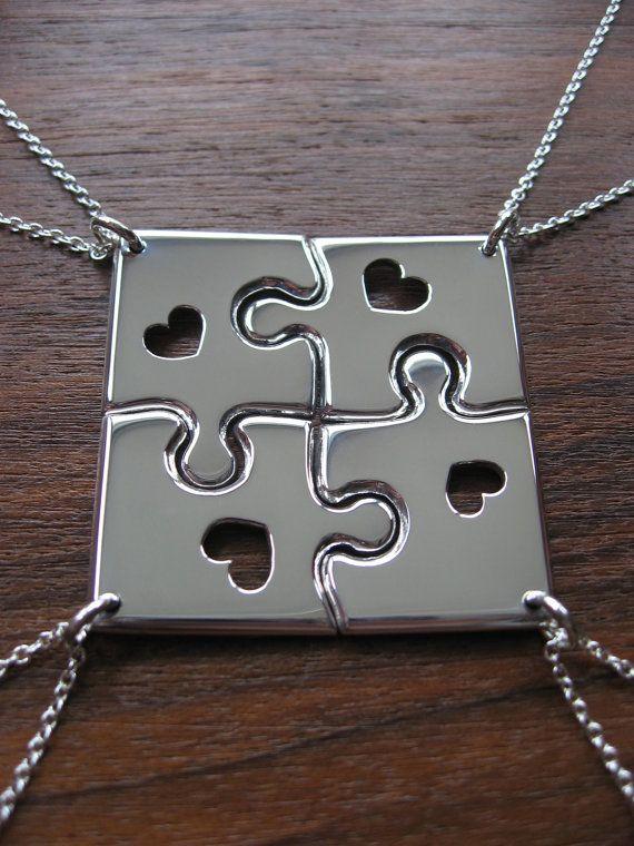 Cuatro pieza puzzle, un rompecabezas completo para usted y tres personas más cercanas a usted esta vez con un pequeño corazón de handcut en cada colgante. Si gustaría ver el diseño sin corazones ver aquí: https://www.etsy.com/listing/109557704/four-corner-puzzle-silver-pendant?ref=shop_home_active Cada pieza es de 1,2 mm de espesor y hasta unos 2,5 cm de longitud y todo vendrá en 18 cadenas de plata esterlina. Cada pieza es ligeramente diferente ya que son tod...
