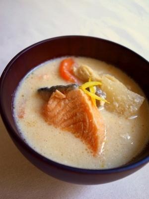 「鮭の粕汁」寒い冬にぴったり!ほっこりあったまる鮭の粕汁を作ってみました。【楽天レシピ】