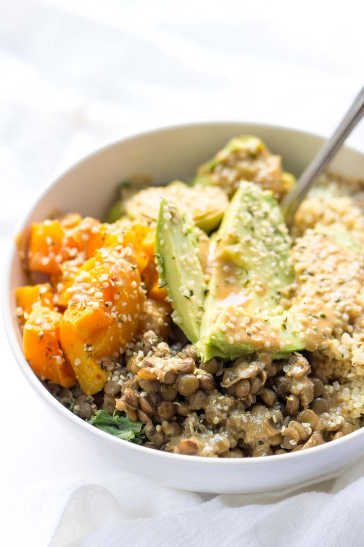 How to make the most EPIC quinoa buddha bowl ever -- just 5 simple steps with a 3-ingredient dressing on top. SO good!