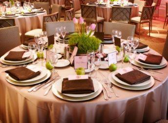 Réussir le plan de table de son mariage Le but d'un plan de table est de permettre à chacun des invités de faire connaissance avec de nouvelles têtes, de s'amuser et de passer du bon temps ! Souvent formel pour éviter la pagaille, le plan de table est un exercice redouté par les mariés, à juste titre !