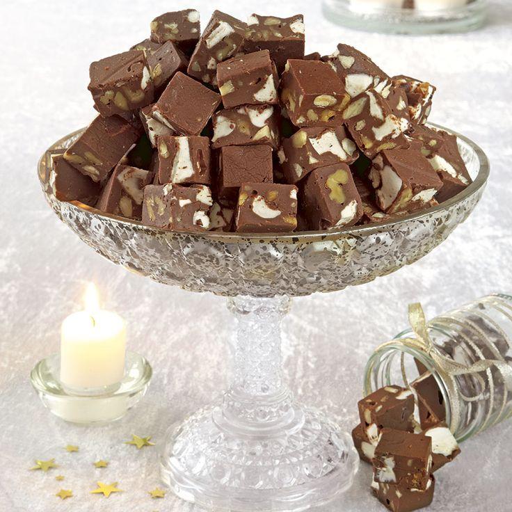 Amerikansk lyxfudge med valnötter, sötmandel och marshmallows.