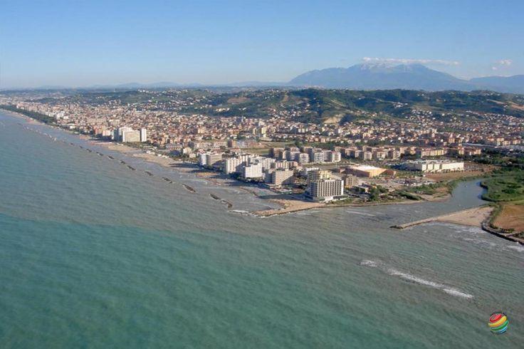 Montesilvano è cresciuta negli anni e dal piccolo borgo del colle si è sviluppata verso il mare quasi a tendere la mano alla vicina Pescara.
