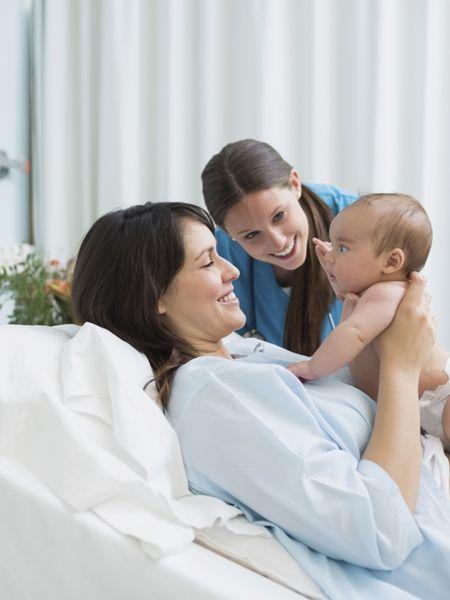 Jede Geburt ist anders und doch ist der grundlegende Ablauf derselbe: Man teilt die Geburt in drei Stadien ein, in denen festgelegte