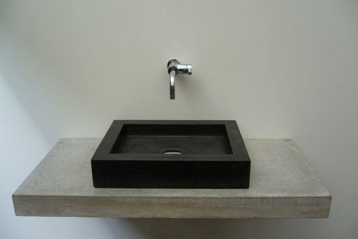 Solidus zwevend badmeubel van beton met wasbak