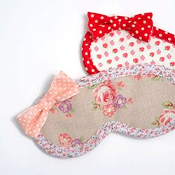 Make this easy eye mask! Two ways to do it, great for beginners! Makes an awesome Christmas gift too!