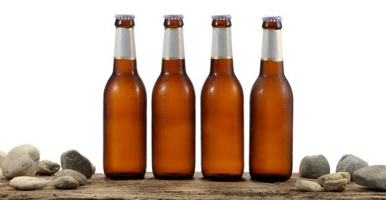 10 pratici riutilizzi delle bottiglie di birra vuote