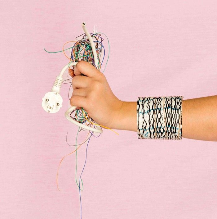 Billie_Van_Nieuwenhuyzen_Edelplast_Re-cycled_Electrical_Cable_Jewellery_06