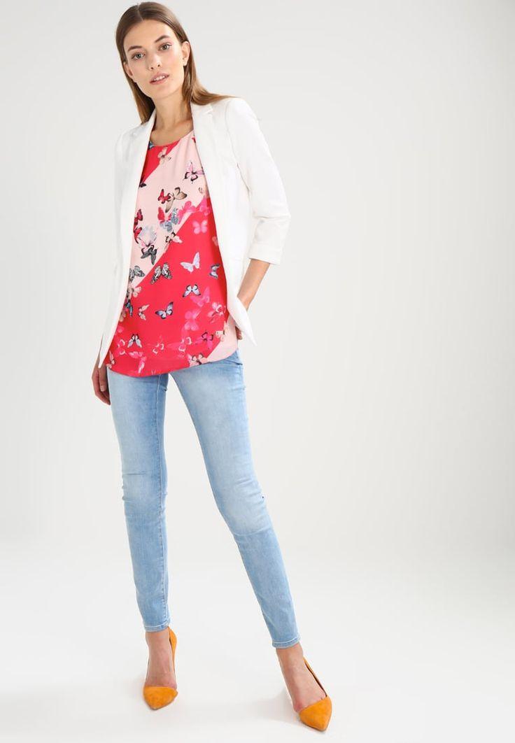 ¡Consigue este tipo de blusas de Wallis ahora! Haz clic para ver los detalles. Envíos gratis a toda España. Wallis BUTTERFLY STRIPE  Blusa coral: Wallis BUTTERFLY STRIPE  Blusa coral Ofertas     Material exterior: 100% poliéster   Ofertas ¡Haz tu pedido   y disfruta de gastos de enví-o gratuitos! (blusas, blusa, blusón, blusones, blouses, blouse, smock, blouson, peasant top, blusen, blusas, chemisiers, bluse, blusas)